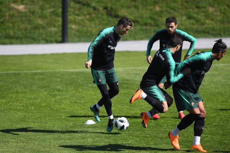 Cristiano Ronaldo durante treino da seleção portuguesa de futebol