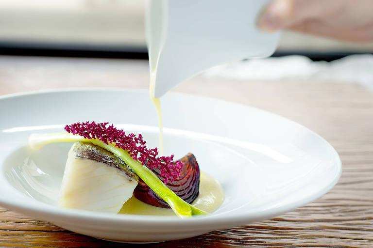 Bacalhau servido em posta é sugestão para a Páscoa no restaurante italiano Picchi