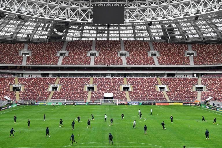 Jogadores da seleção brasileira treinam no estádio Lujniki, em Moscou, na véspera do amistoso contra a Rússia