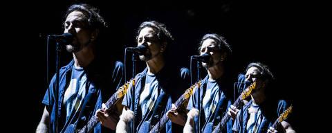 SAO PAULO - SP - BRASIL, 14-11-2015, 21h20: SHOW DO PEARL JAM. A banda americana Peral Jam durante show no estadio do Morumbi.  (Foto: Adriano Vizoni/Folhapress, ILUSTRADA) ***EXCLUSIVO FSP***