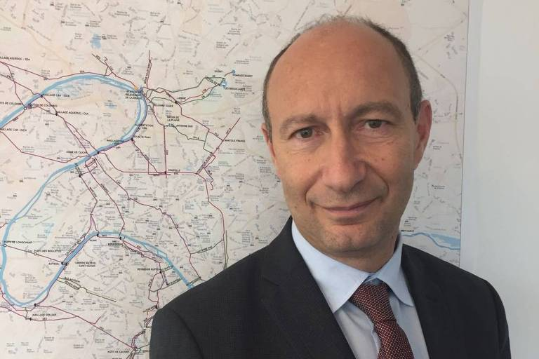 Retrato de Denis Penouel, diretor geral adjunto da SIAAP, empresa pública de saneamento de Paris.