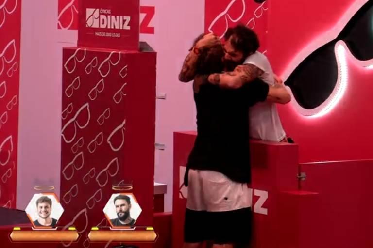 Breno e Wagner comemoram liderança no Big Brother Brasil 18 (Globo)