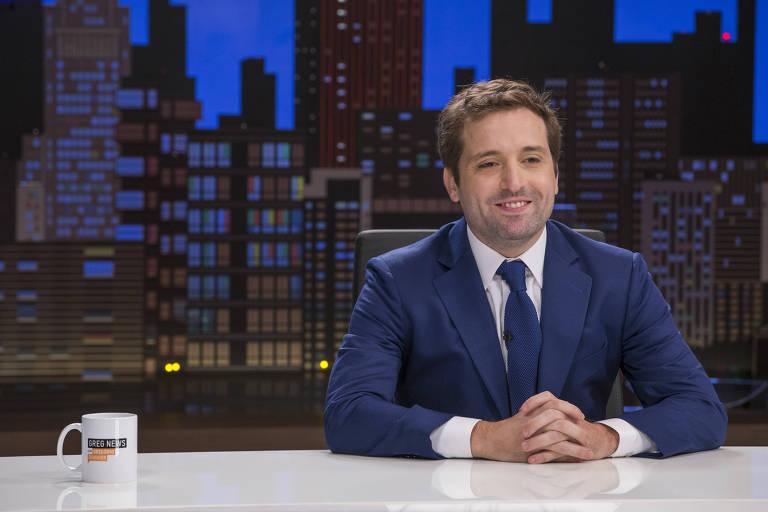 O humorista Gregorio Duvivier na segunda temporada do programa Greg News, da HBO