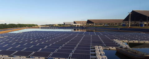 A usina fotovoltaica da fazenda Figueiredo, em Cristalina (GO), usa painéis solares flutuantes