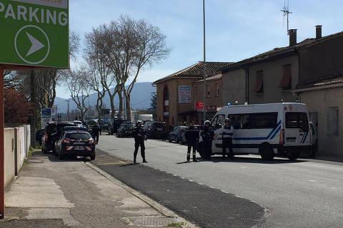 Homem fazreféns em ataque a mercado no sul da França e mata duas pessoas