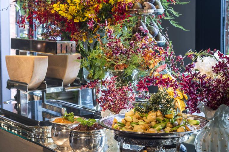 Finger food, coquetel e jantar completo: bufês se adaptam ao gosto dos noivos