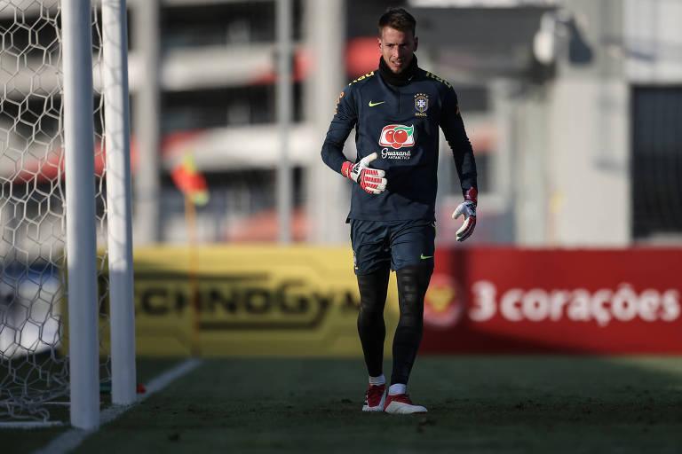 O goleiro Neto durante o treino da seleção brasileira em Moscou