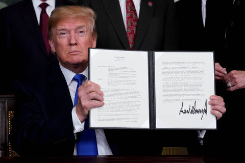 FILE PHOTO: U.S. President Donald Trump holds his signed memorandum on intellectual property tariffs on high-tech goods from China, at the White House in Washington, U.S. March 22, 2018.  REUTERS/Jonathan Ernst/File Photo ORG XMIT: FW1