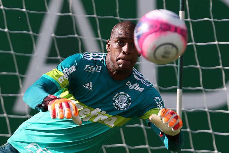 Jailson participa de treino no CT do Palmeiras