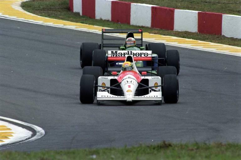 O piloto brasileiro Ayrton Senna pilota o carro da McLaren durante prova disputada no autódromo de Interlagos
