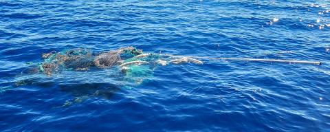 A iniciativa The Ocean Cleanup's Mega Expedition coletou amostras de lixo plástico que vagavam no oceano