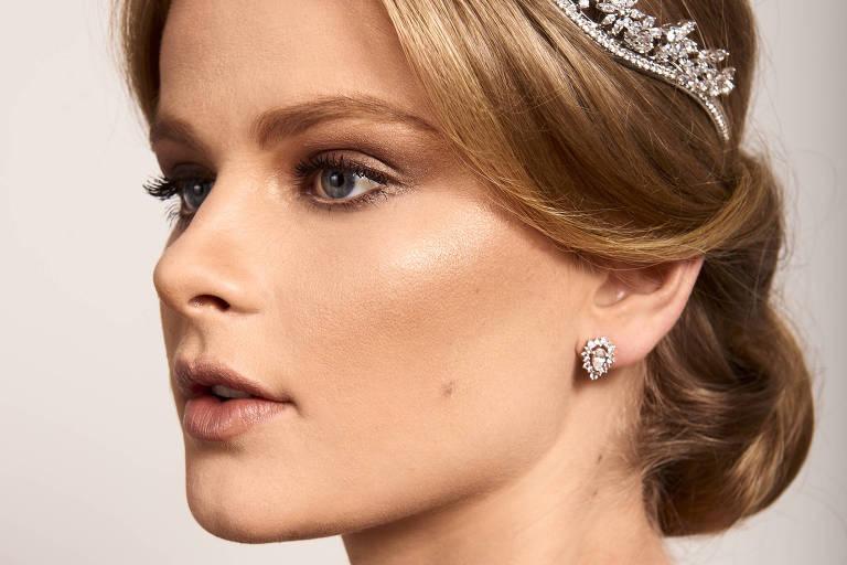 Maquiadores e hairstylists renomados dão dicas para diferentes tipos de noiva