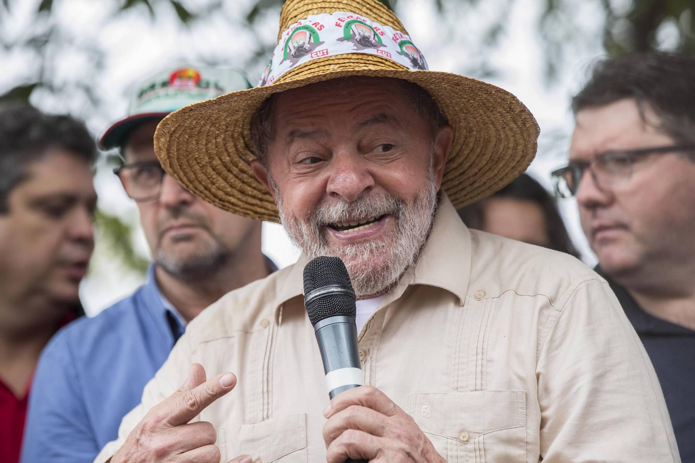 Avião com faixa contra Lula provoca apoiadores do petista no RS