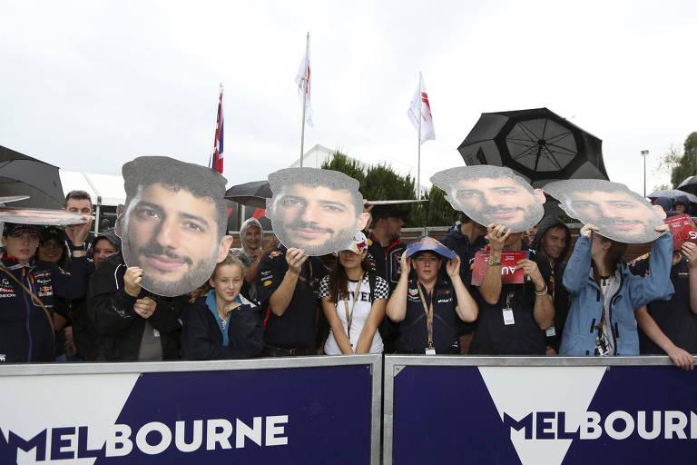 Fãs de Daniel Ricciardo assistem treino em Melbourne