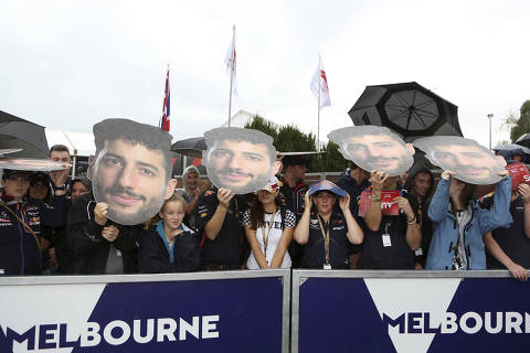 Fans of Red Bull driver Daniel Ricciardo of Australia wait in the rain at the Australian Formula One Grand Prix in Melbourne, Saturday, March 24, 2018. The first race of the 2018 seasons is on Sunday. (AP Photo/Asanka Brendon Ratnayake) ORG XMIT: XAR101