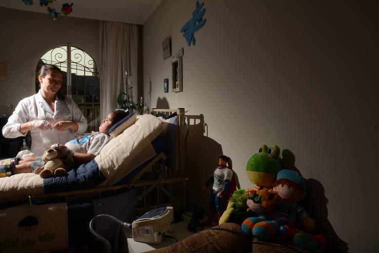 Gianlucca, 5, tem doença rara e ficou 340 dias sem medicação, mesmo com decisão judicial obrigando o governo a ofertá-la
