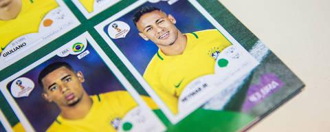 São Paulo, SP, Brasil, 12-03-2018: Figurinhas de Neymar e Gabriel Jesus na página da seleção brasileira no álbum da Copa do Mundo 2018, da Panini. (Foto: Alberto Rocha/Folhapress)