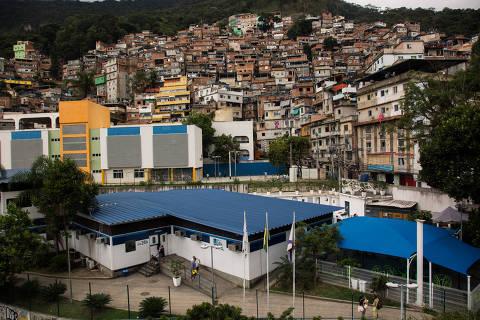 Operação na Rocinha tem 6 mortos pela polícia e corpos em passarela