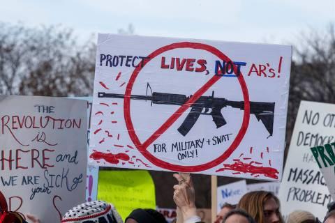 Marcha contra armas nos EUA tem lágrimas, silêncio e apelo ao voto juvenil