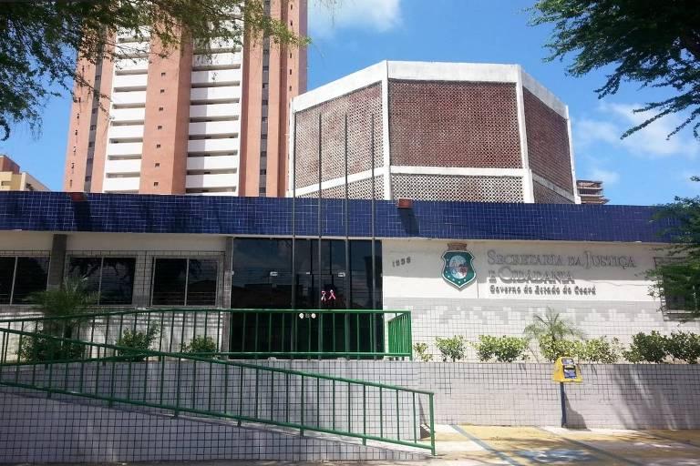 Fachada da Secretaria da Justiça do Ceará, em Fortaleza