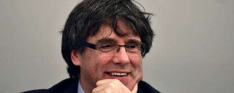 FILE PHOTO: Former Catalan leader Carles Puigdemont takes part in a meeting with his party in Brussels, Belgium March 14, 2018. REUTERS/Eric Vidal/File Photo ORG XMIT: FW1