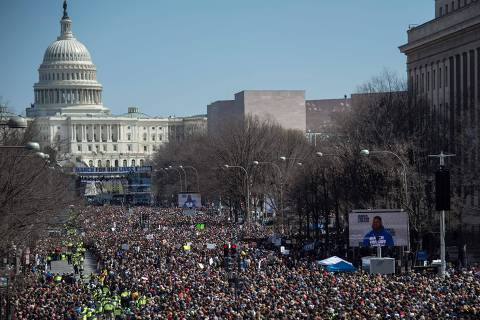 Thousands of people gather on Pensylvania Avenue during the March For Our Lives rally against gun violence in Washington, DC on March 24, 2018. Galvanized by a massacre at a Florida high school, hundreds of thousands of Americans are expected to take to the streets in cities across the United States on Saturday in the biggest protest for gun control in a generation. / AFP PHOTO / Andrew CABALLERO-REYNOLDS