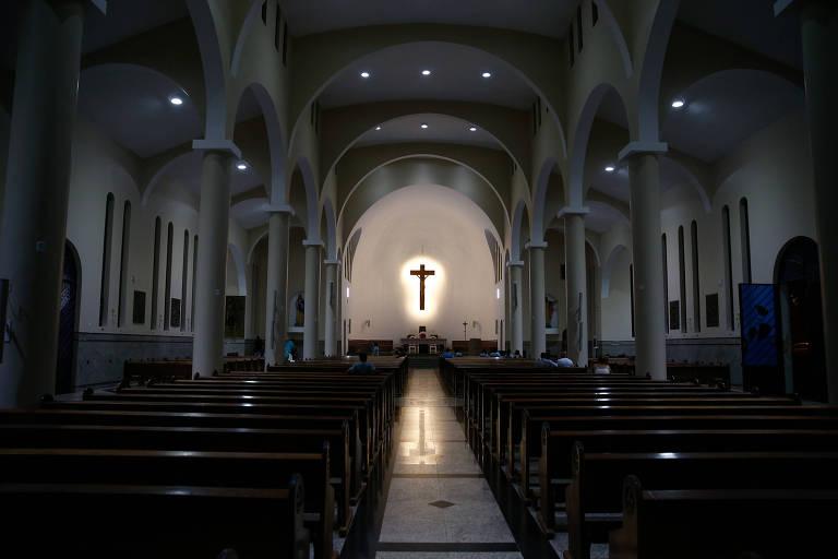 A nave da catedral Nossa Senhora da Imaculada Conceição, em Formosa