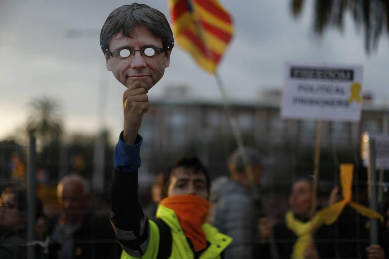 Barcelona tem protesto após prisão de Puigdemont