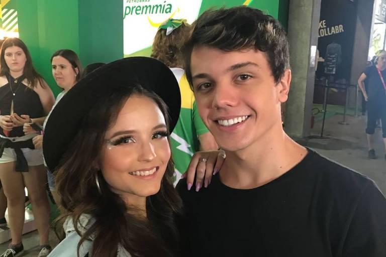 Larissa Manoela e o namorado, Leo Cidade, no festival de música