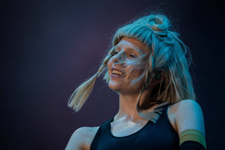 Popstar escandinava Aurora se apresenta no Lollapalooza