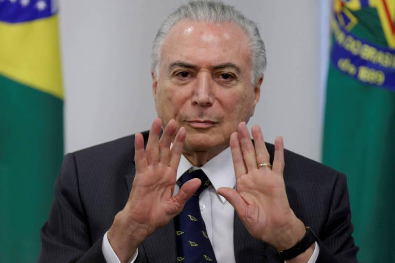 Michel Temer gesticula durante evento no Planalto