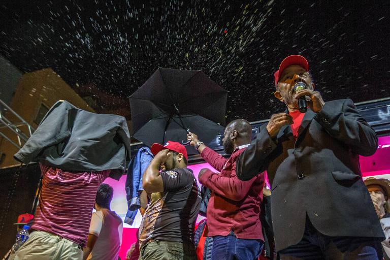Lula e simpatizantes são atacados com ovos e pedras na chegada a São Miguel do Oeste (SC)