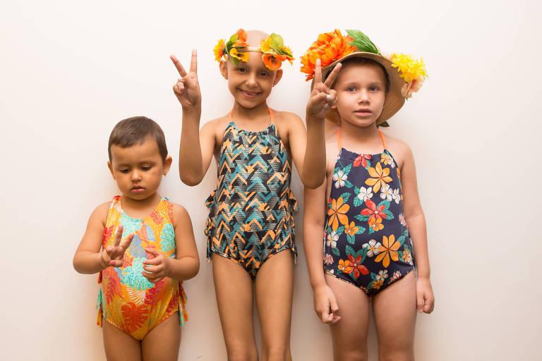 Melissa, Larissa e Yasmin no backstage do desfile da marca Água com Sal