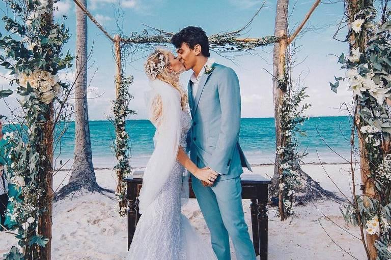 Imagem dos noivos na cerimônia em Punta Cana