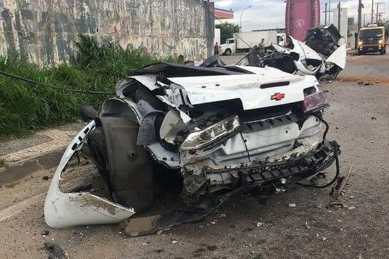 Camaro destruído de MC Brisola após acidente na Fernão Dias