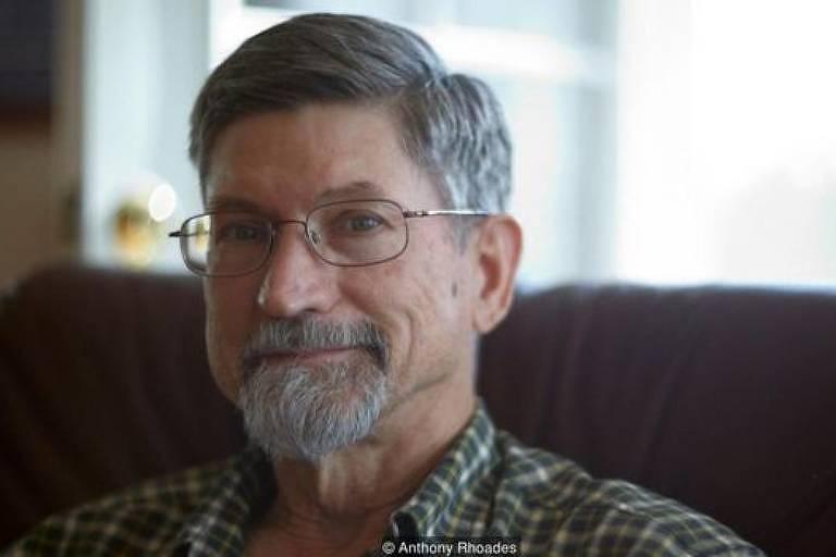 Bill Beaudoin, morador do Alasca, sorri para a foto