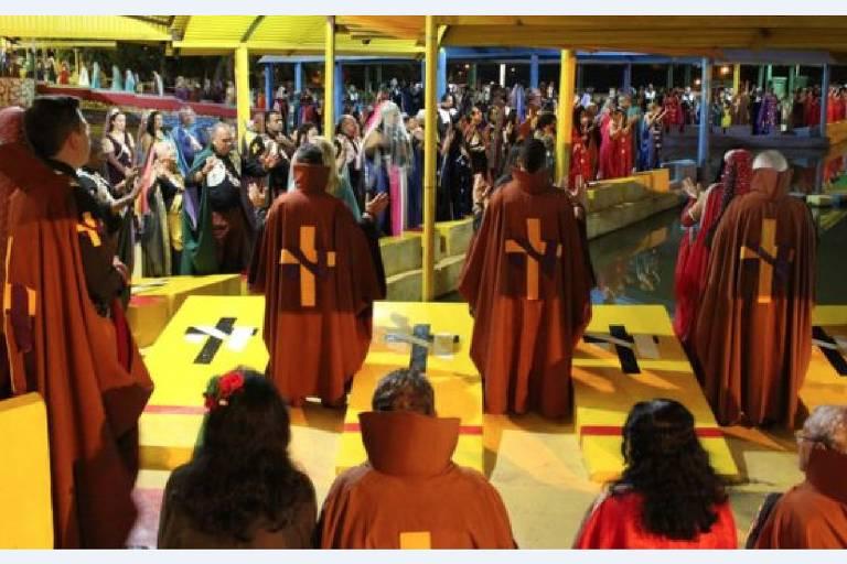 Pessoas se reúnem no Vale do Amanhecer, doutrina que foi originada em Brasília