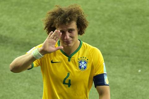 TOPSHOTS  Brazil's defender David Luiz walks off the pitch after losing the semi-final football match between Brazil and Germany at The Mineirao Stadium in Belo Horizonte on July 8, 2014, during the 2014 FIFA World Cup.   AFP PHOTO / GABRIEL BOUYS ORG XMIT: 712