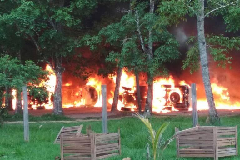 Escritórios de órgãos ambientais como Ibama, ICMBio e Incra incendiados em Humaitá (AM)