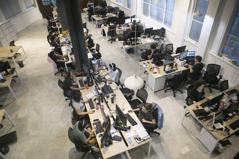 Área de trabalho da startup In Loco Media, instalada no parque tecnológico Porto Digital, no centro histórico do Recife