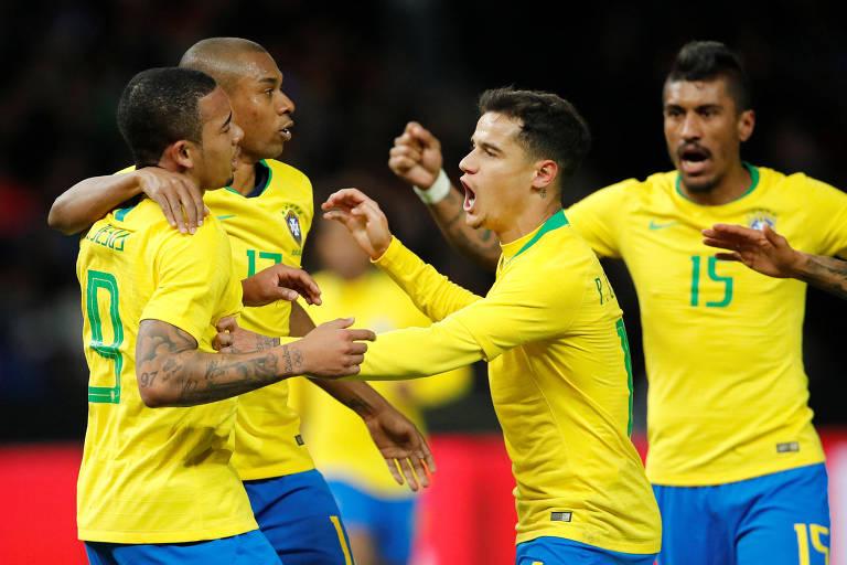 Jogadores do Brasil comemoram o gol marcado por Gabriel Jesus no amistoso contra a Alemanha, em Berlim