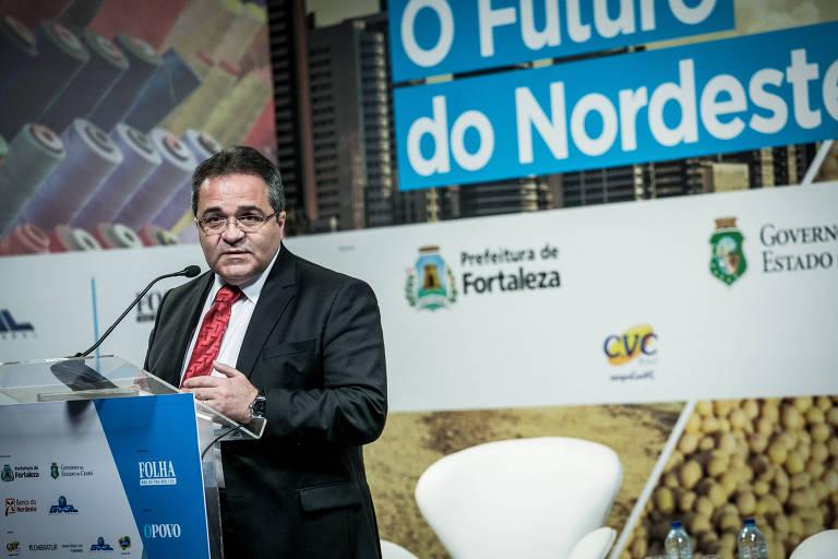 O presidente do Banco do Nordeste, Romildo Rolim, faz a abertura do fórum sobre o Futuro do Nordeste, promovido pela Folha, em Fortaleza