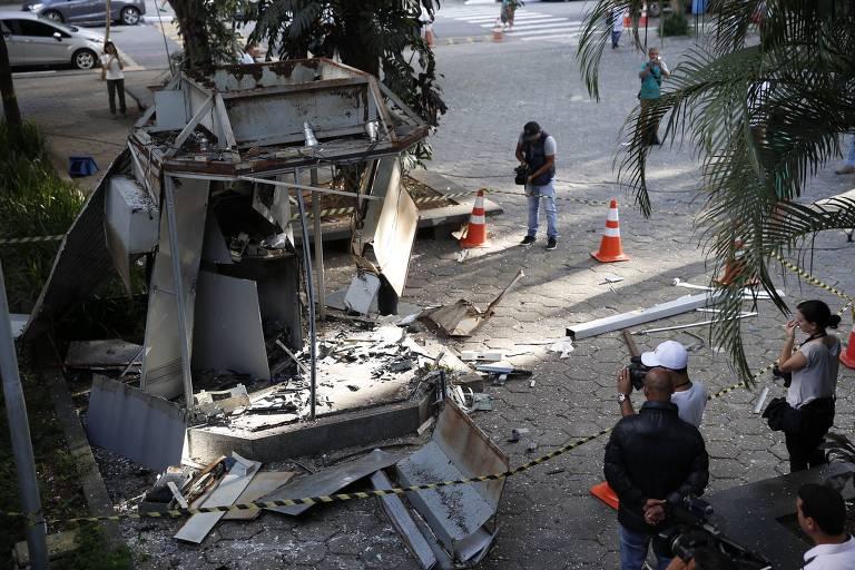 Caixa eletrônico fica destruído após bandidos usarem explosivo em roubo no complexo do Hospital das Clínicas, em São Paulo