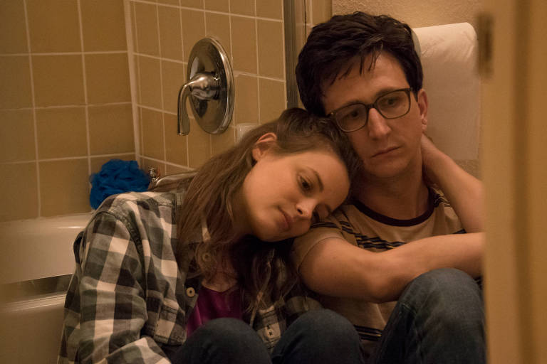 Cena da terceira temporada de Love, serie da Netflix, com Gillian Jacobs e Paul Rust