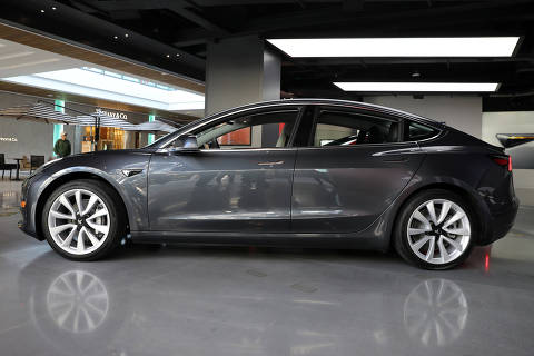 FILE PHOTO: A Tesla Model 3 is seen in a showroom in Los Angeles, California, U.S. January 12, 2018. REUTERS/Lucy Nicholson/File Photo ORG XMIT: HFS-TOPSN101