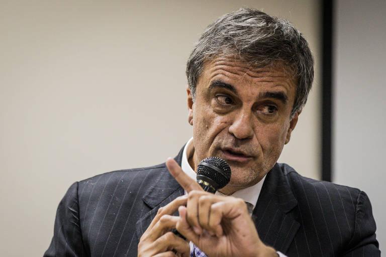 Jose Eduardo Cardozo, advogado e ministro da Justiça durante o governo Dilma Rousseff, fala ao microfone
