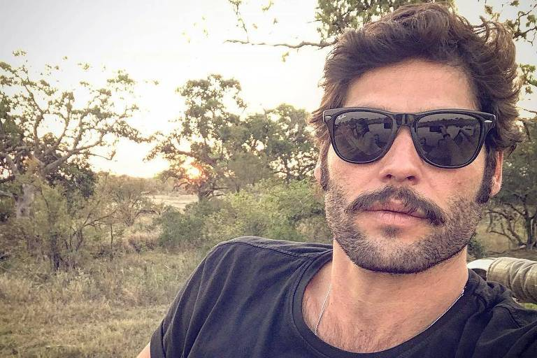 O ator Dudu Azevedo em foto publicada no Instagram