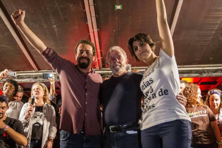 Ato de encerramento da caravana do ex-presidente Lula em Curitiba, em 28 de março, ao lado de Guilherme Boulos e Manuela D'Ávila