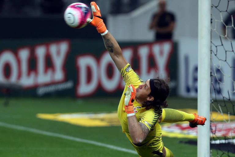 Cássio defende pênalti contra o São Paulo em jogo do Campeonato Paulista de 2018