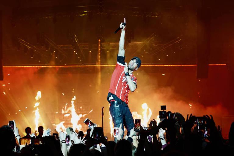 Enrique Iglesias canta no palco